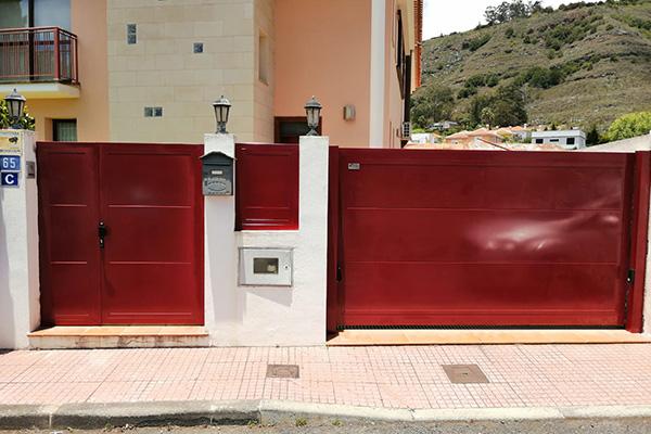 puerta automatica batiente roja
