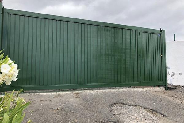 puerta automatica corredera verde