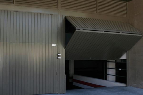 Reparación puertas de garaje comunitarias